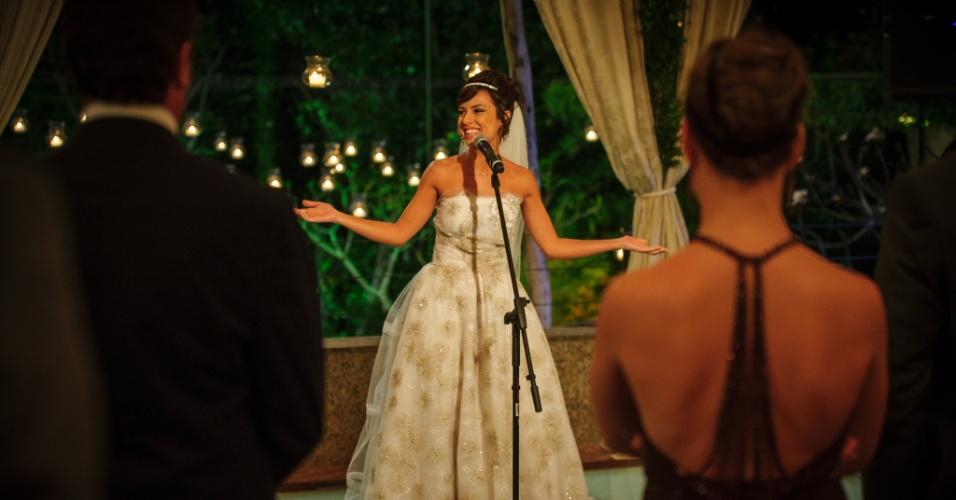 Maria Clara usa vestido da estilista Letícia Bronstein no dia do seu casamento