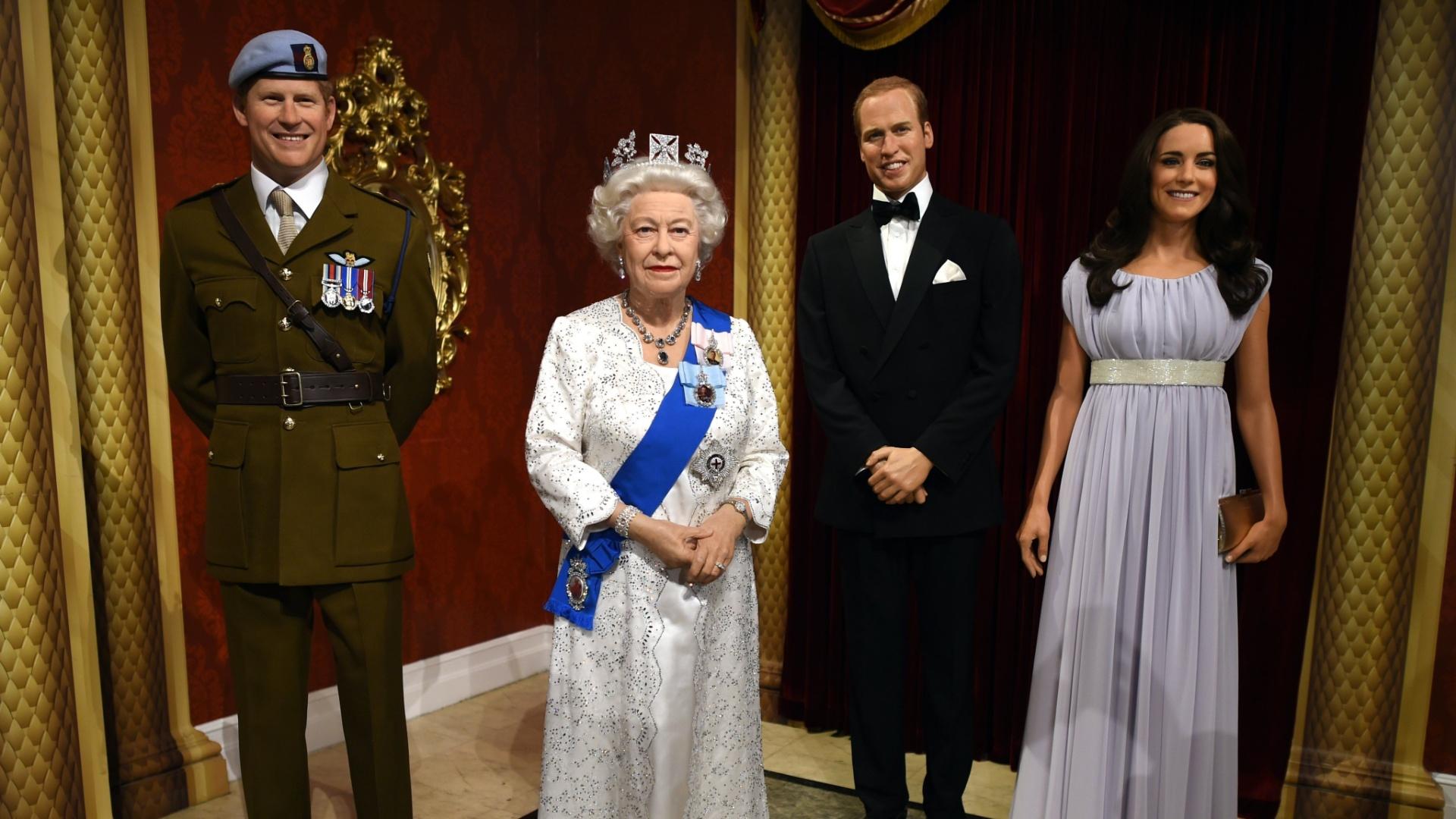 306f8ecfabd04 23.out.2014 - A família real britânica ganhou novas estátuas de cera no