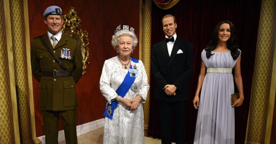 23.out.2014 - A família real britânica ganhou novas estátuas de cera no museu Madame Tussauds de Nova York. Príncipe Harry, a Rainha Elizabeth II, o Príncipe William e Kate Middleton serão expostos a partir do fim do ano no museu nova-iorquino