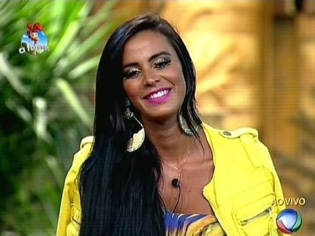 """23.out.2014 - Lorena Bueri pede que o público que se identifica com sua personalidade vote para que ela permaneça em """"A Fazenda 7"""""""