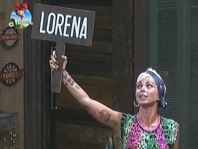 23.out.2014 - Na sede, Bruna Tang participa de um bolão e aposta no retorno de Lorena Bueri da roça de