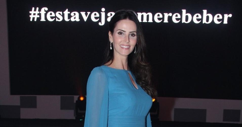 """23.out.2014 - Nova contratada da Record, Lizandra Solto vai ao prêmio """"Comer & Beber"""" promovido pela revista """"Veja"""""""