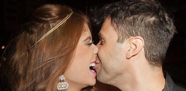 """Amanda e Vinicius Vieira se conhecem há um mês. """"Foi amor à primeira vista"""", diz ele"""
