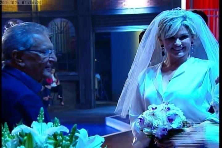 """23.out.2014 - Carlos Alberto de Nóbrega e Andréa de Nóbrega se casam em uma cerimônia de casamento, em estilo Las Vegas, no """"The Noite"""" desta quinta-feira"""