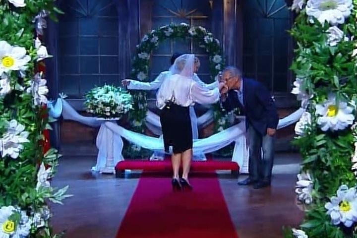 23.out.2014 - Carlos Alberto de Nóbrega e Andréa de Nóbrega se casam em uma cerimônia de casamento, em estilo Las Vegas, no