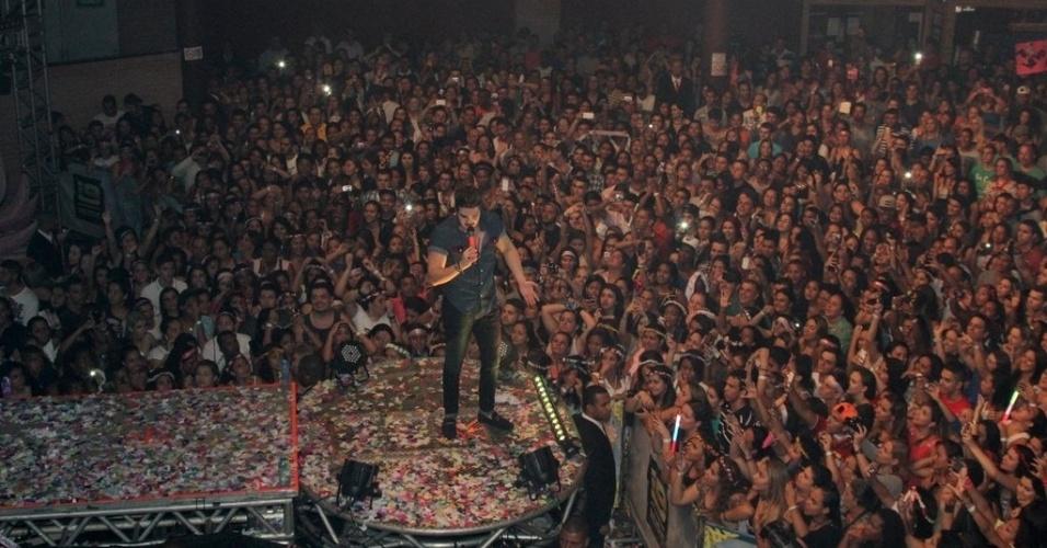 """23.out.2014 - Luan Santana faz show em São Gonçalo, no Rio de Janeiro, na noite desta quinta-feira. O cantor sertanejo apresentou as canções de sua turnê """"Nosso Tempo É Hoje"""", além de seus grandes sucessos como """"Tudo Que Você Quiser"""", """"Te Esperando"""", """"Amar Não é Pecado"""", """"Cabou, Cabou"""", """"Sogrão Caprichou"""" e """"Meteoro da Paixão"""""""