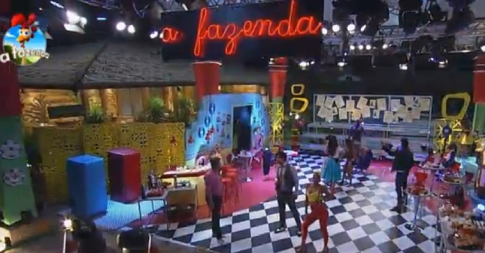 24.out.2014 - Peões se divertem durante a Festa Rockabilly, inspirada nos anos 40 e 50