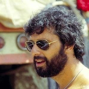 Antônio Fagundes no papel de Pedro na primeira versão da série Carga Pesada, de 1979