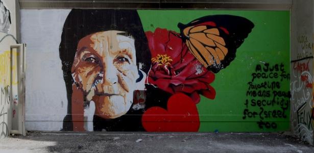 Mural em Belém, na Cisjordânia, pede paz entre Palestina e Israel