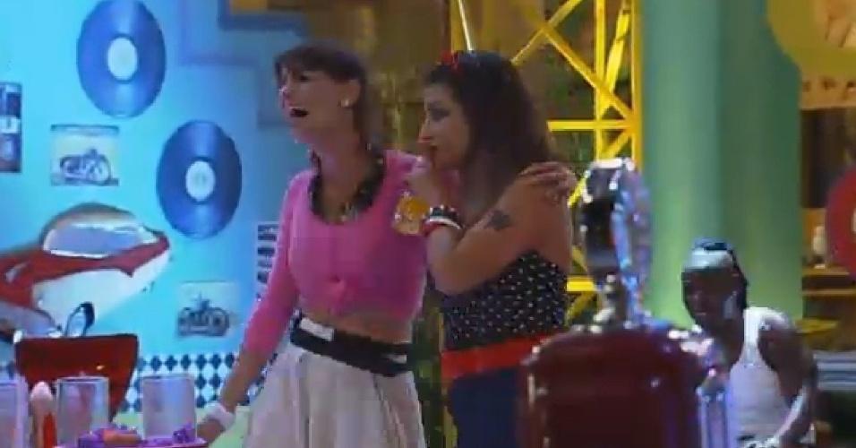 24.out.2014 - Animadas, Heloisa Faissol e Babi Rossi aproveitam festa