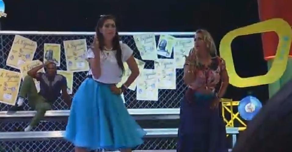"""24.out.2014 - Débora Lyra e Andréia Sorvetão dançam """"SIngles Ladies"""", de Beyoncé"""