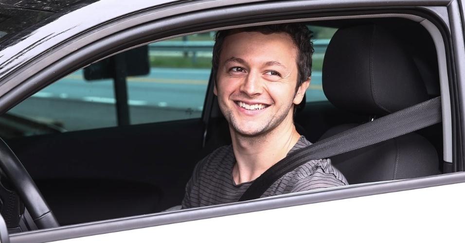 25.out.2014 - Lucas Lima, marido de Sandy, chega em um carro separado para o casamento de Júnior Lima com a modelo Mônica Benini