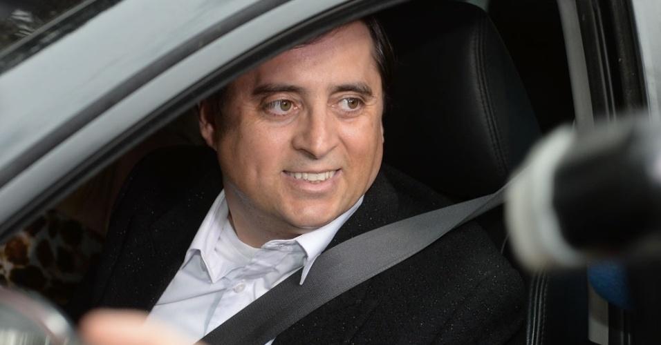 25.out.2014 - Mauri, irmão de Chitãozinho e Xororó, chega à fazenda Santa Bárbara para o casamento de Júnior