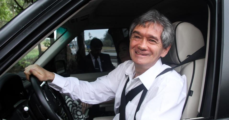 25.out.2014 - Serginho Groisman foi até a cidade de Itatiba (SP) para o casamento de Júnior Lima e Mônica Benini