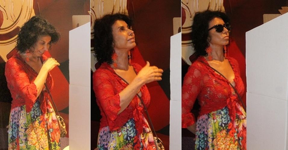 26.out.2014 - Claudia Alencar teve uma crise de choro diante da urna eletrônica