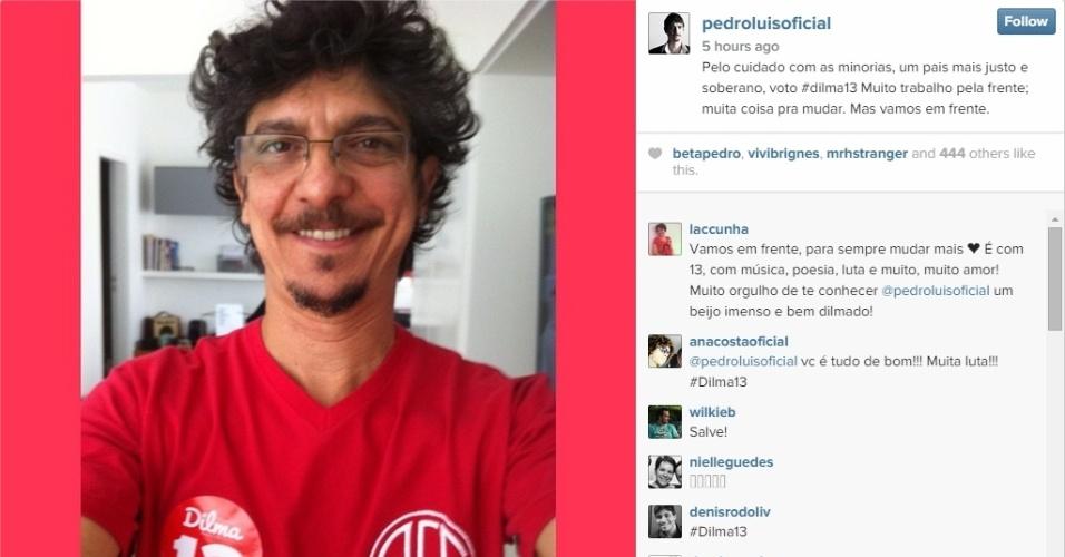 26.out.2014 - O cantor e compositor Pedro Luis declarou em seu Instagram que votou em Dilma Rousseff