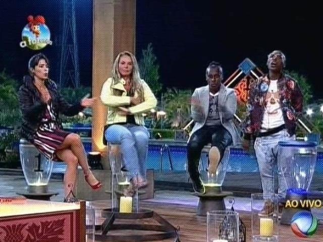27.out.2014 - Heloisa Faissol, Cristina Mortágua e Pepê e Neném se enfrentam na sexta roça de