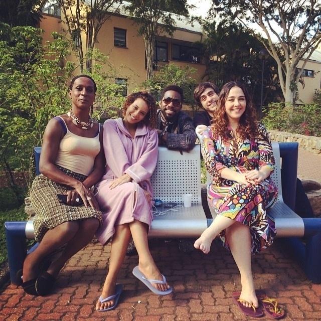 27.out.2014 - Taís Araújo publica foto com colegas de elenco de