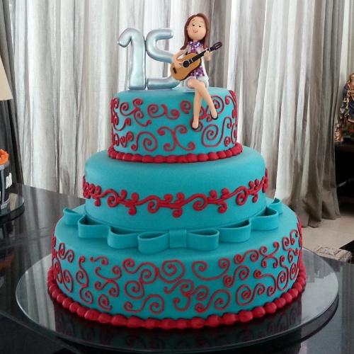 Bolo para festa de 15 anos pede superproduo veja ideias bol lbum com bolos para festas de 15 anos apaixonada por violo a aniversariante aparece altavistaventures Images