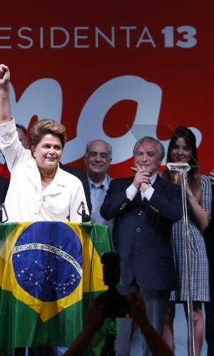 Atrás do marido, o vice-presidente Michel Temer, Marcela Temer chamou a atenção dos telespectadores no discurso da presidente Dilma após ser reeleita para governar o país. Ela usou um vestido acima do joelho e exibiu um penteado com os cabelos mais escuros e soltos