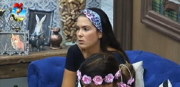"""Débora Lyra tenta se defender após peões levarem punição em """"A Fazenda 7"""""""
