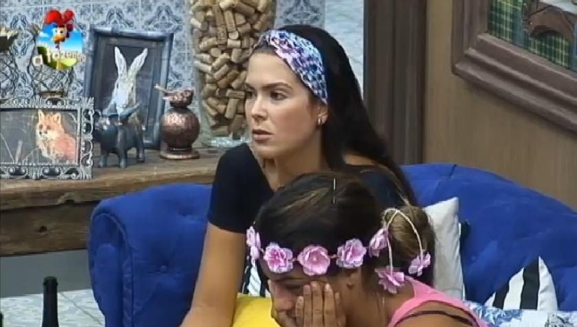 Débora Lyra tenta se defender após peões levarem punição por sua causa