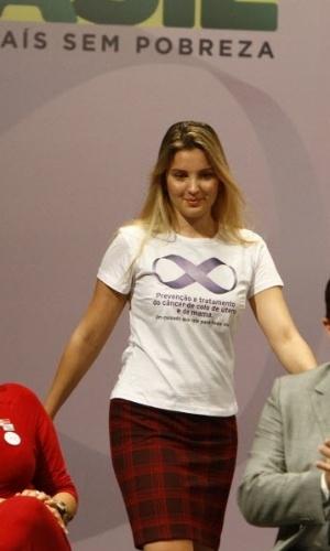 Marcela Temer comparece à cerimônia de lançamento do Programa de Fortalecimento da Rede de Prevenção, Diagnóstico e Tratamento do Câncer de Colo do Útero e de Mama no Teatro Amazonas, em março de 2011