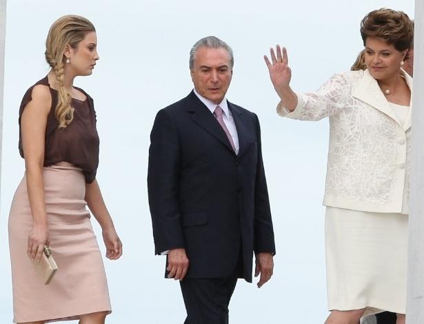 Marcela Temer é fotografada elegante ao lado do marido, o vice-presidente Michel Temer, e da presidente Dilma Rousseff em janeiro de 2011 em Brasília