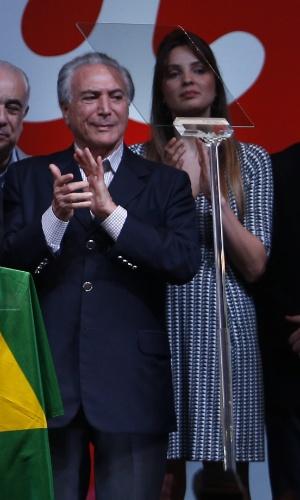 Nas redes sociais, muitos internautas disseram que a beleza de Marcela Temer chamou mais a atenção do que o discurso da presidente reeleita Dilma Rousseff. A vice-primeira-dama tem 31 anos e o marido, Michel Temer, 74 anos