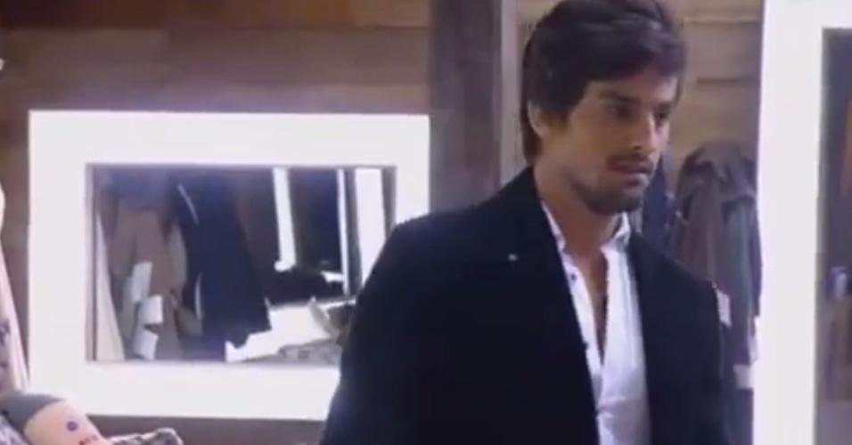 27.out.2014 - Leo Rodriguez reclama de Babi Rossi