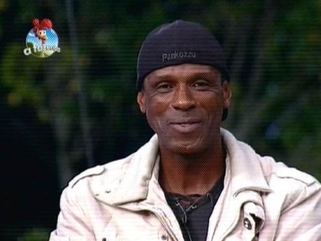 """27.out.2014 - Robson Caetano vota em Cristina Mortágua para a sexta roça de """"A Fazenda 7"""""""