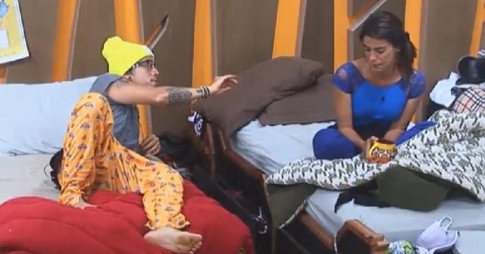 28.out.2014 - DH discute com Heloisa Faissol depois de peões comporem música positiva sobre