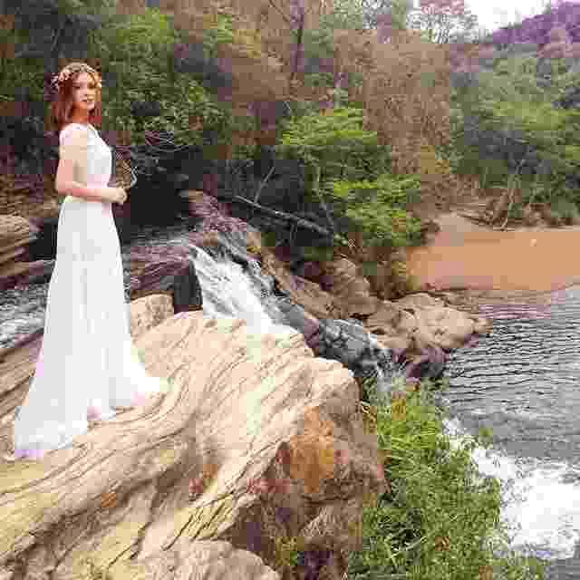"28.out.2014 - Marina Ruy Barbosa publica foto de Maria Isis, sua personagem em ""Império"", vestida de noiva - undefined"