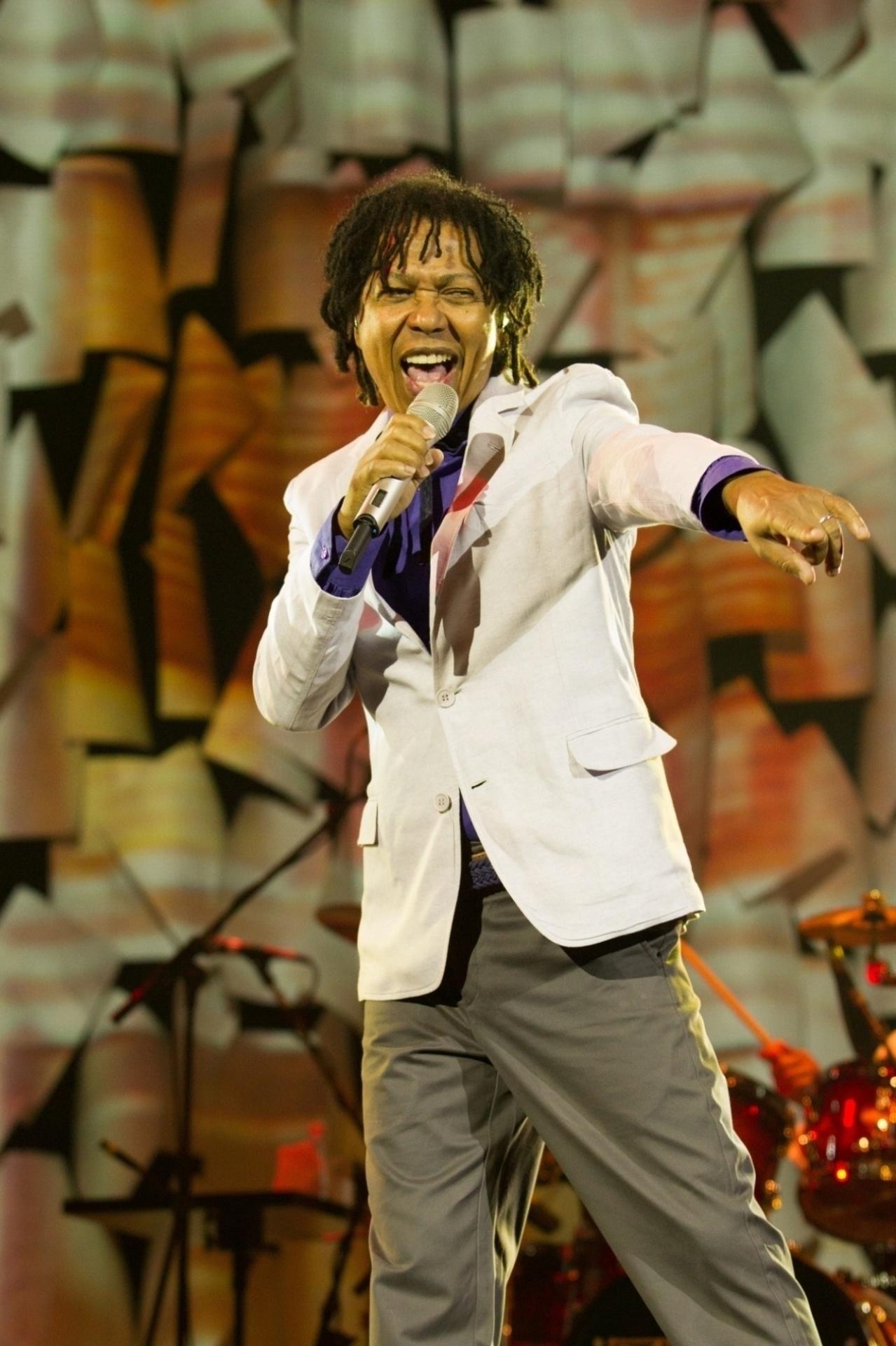 Djavan deixou sua marca no mundo da música como um dos grandes nomes da MPB. Nome completo: Djavan Caetano Viana
