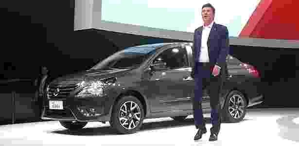François Dossa, presidente da Nissan do Brasil, mostra a cara do Versa nacional - André Deliberato/UOL - André Deliberato/UOL