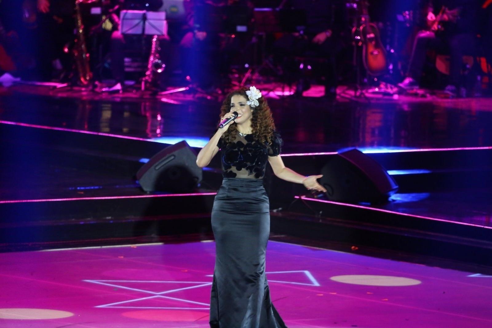 28.out.2014 - Vanessa da Mata canta