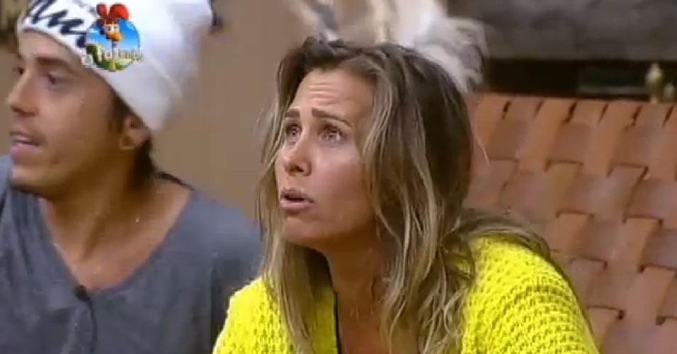 29.out.2014 - Após votação do público, Andréia Sorvetão é escolhida para deixar Equipe Avestruz e ir para Coelho