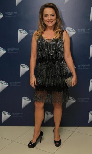 29.out.2014- Viviane Pasmanter aposta em vestido com franjas para prestigiar premiação da Globo em São Paulo