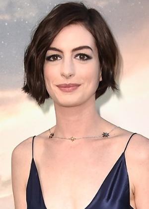 Anne Hathaway escreve texto sobre a consciência que mulheres devem ter com a mudança de seus corpos - Getty Images