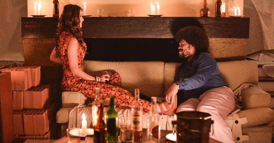 Babu Santana e Alinne Moraes em cena da cinebiografia de Tim Maia