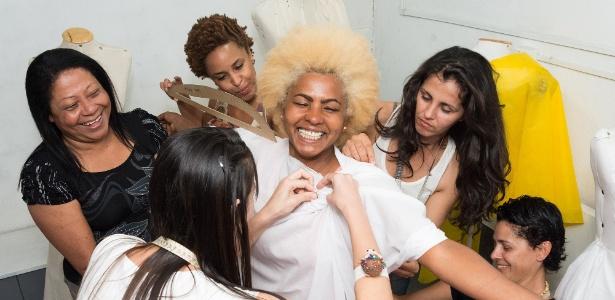 Estilista Lena Santana, ao centro, vende suas criações em uma loja no Rio de Janeiro e também a estabelecimentos do Japão e da Escandinávia - Divulgação