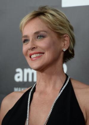 A atriz Sharon Stone parece ser bem mais nova que uma pessoa na casa dos 60 anos - Robyn Beck/AFP