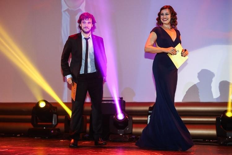 29.out.2014 -Daniela Escobar se diverte em cima do palco do 36º Prêmio Profissionais do Ano da Globo, no HSBC Brasil, zona sul de São Paulo, na noite desta quarta-feira