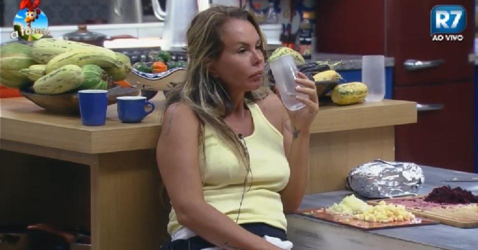 30.out. 2014 - Cristina Mortágua conversa com Felipeh em