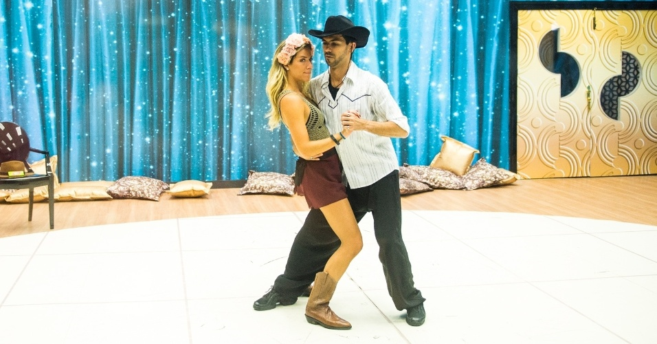 """29.out.2014 - Giovanna Ewbank e Rogério Mendonça no ensaio da """"Dança dos Famosos"""""""