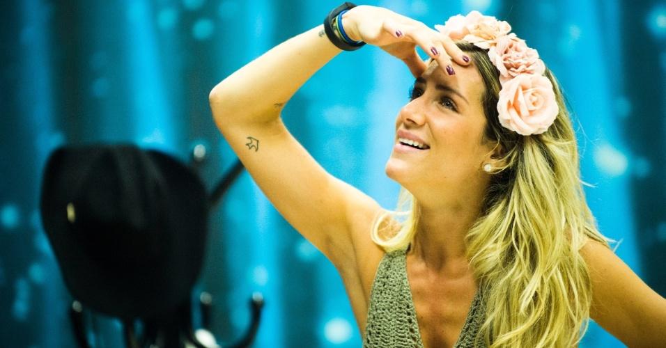 29.out.2014 - Giovanna Ewbank usou uma coroa de flores em seu primeiro dia de treino na semana
