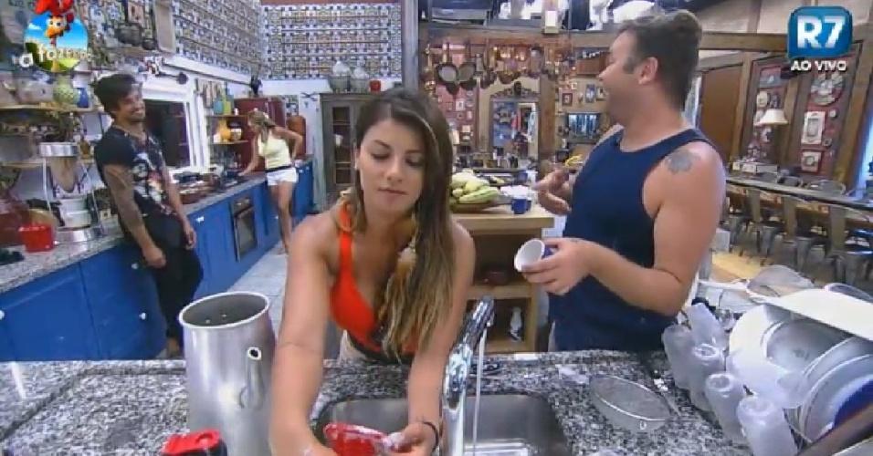 30.out.2014 - Léo Rodriguez, Babi Rossi e Felipeh Campos na cozinha de