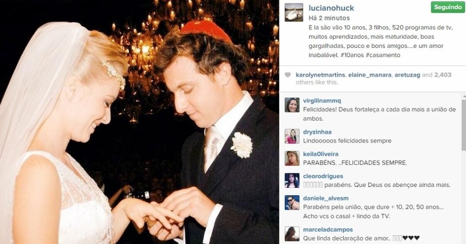 30.out.2014 - Luciano Huck publica foto antiga para comemorar os 10 anos de casamento com Angélica e se declara