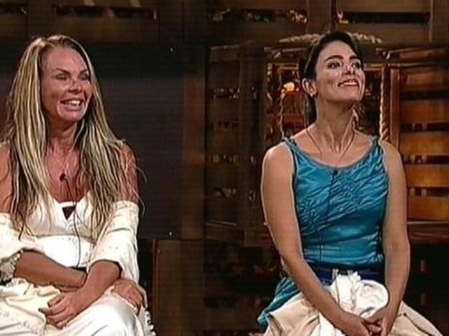 30.out.2014 - No campo de eliminação, Cristina Mortágua e Heloisa Faissol aguardam o resultado da votação que define quem sai de