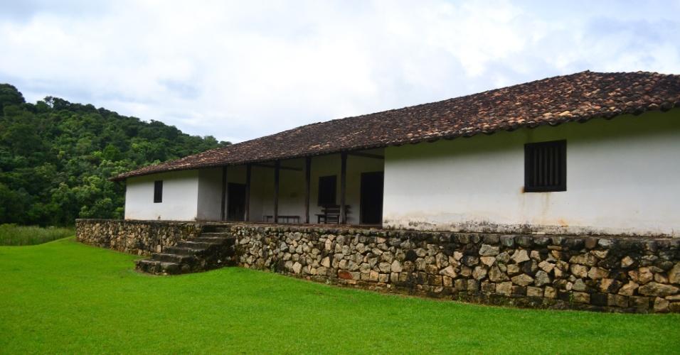 Casa grande do Sítio de Santo Antônio. Em 1944, o escritor Mário de Andrade comprou a propriedade e quis que ela se tornasse repouso de artistas brasileiros. Em vez disso, o local foi aberto a visitação e foi tombado pelo Instituto do Patrimônio Histórico e Artístico Nacional (Iphan)